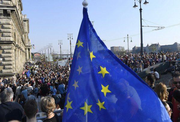 Mielensoitus vaati vapaata koulutusta Budapestissa Unkarissa 2. huhtikuuta 2017.