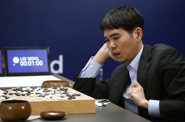 Korealainen Go-pelin ammattilainen Lee Sedol pelasi Googlen kehittämää AlphaGo-keinoälyä vastaan Soulissa 13. maaliskuuta 2016.