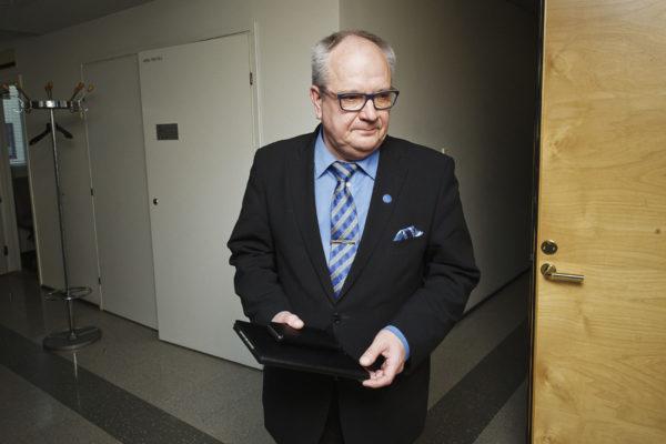 Talousvaliokunnan puheenjohtaja Kaj Turunen (ps) 27. huhtikuuta 2017.