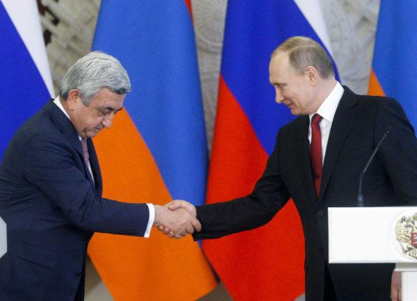 Armenian presidentti Serž Sargsjan (vas.) tapasi Venäjän presidentin Vladimir Putinin Kremlissä Moskovassa 15. maaliskuuta 2017.