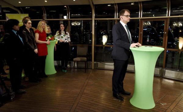 Keskustan puheenjohtaja Juha Sipilä keskustan vaalivalvojaisissa Helsingissä 9. huhtikuuta 2017.