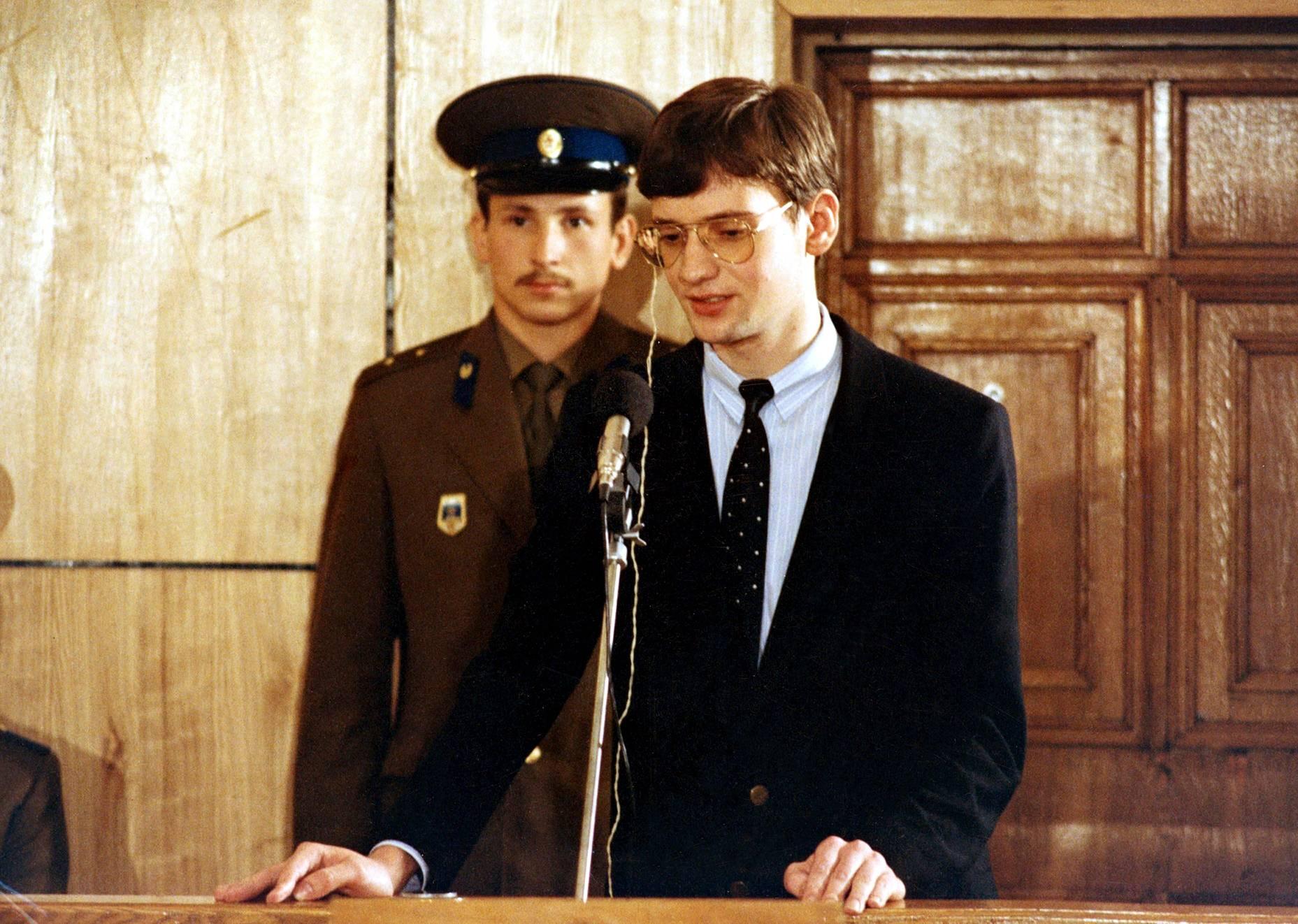 Mathias Rust sai oikeudessa neljän vuoden työleirituomion, mutta hänet palautettiin pian länteen.