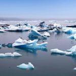 Jäävuoria Islannin Jökulsárlón jäätikkölaguunissa.