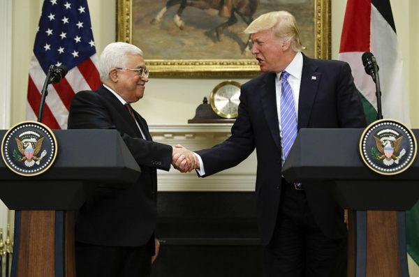 Yhdysvaltain presidentti Donald Trump ja palestiinalaisten johtaja Mahmud Abbas tapasivat Valkoisessa talossa Washingtonissa 3. toukokuuta 2017.