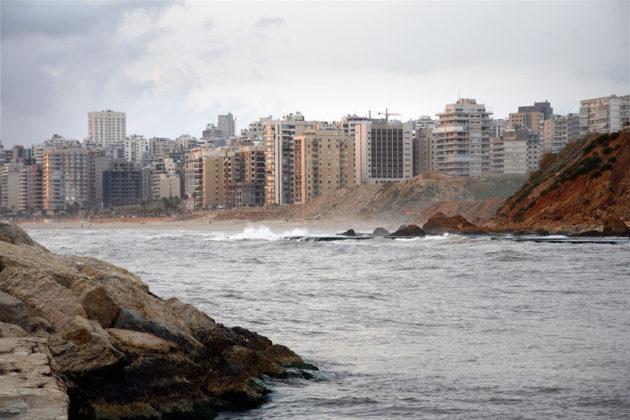 Kerrostaloja Välimeren rannalla Libanonin pääkaupungissa Beirutissa.