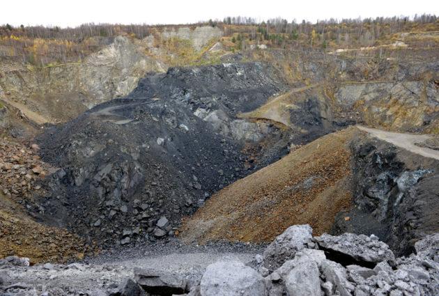 Hituran kaivoksen avolouhos Nivalassa lokakuussa 2008.