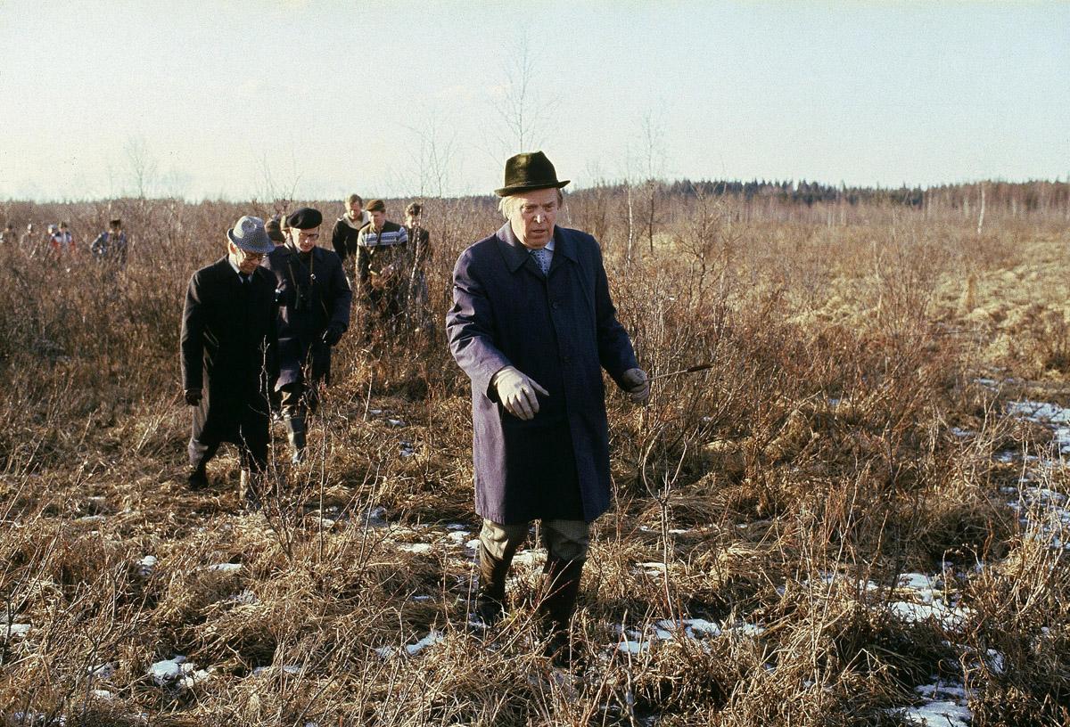 Maatalousministeri Johannes Virolainen (kesk) tutustui Koijärven luonnonsuojelualueeseen 18. huhtikuuta 1979.