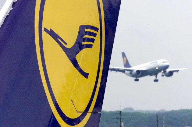 Lentokoneita Frankfurtin kansainvälisellä lentokentällä Saksassa. Arkistokuva.