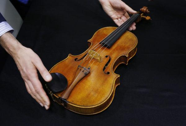 Antonio Stradivarin vuonna 1719 rakentama viulu.