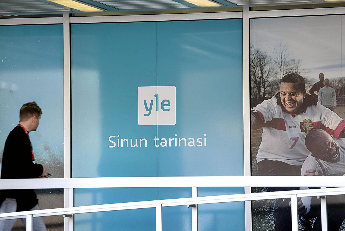 Ylen toimitiloja Pasilassa Helsingissä 15. toukokuuta 2017. Ylen logon alla lukee: Sinun tarinasi.