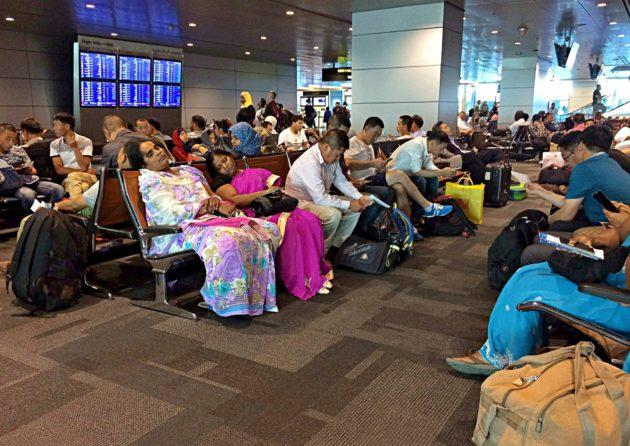 Lentojen peruutukset sotkivat elämää Qatarin pääkaupungissa Dohassa 6. kesäkuuta 2017.