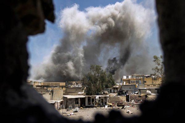 Kranaattitulta Isisin asemiin Mosulin vanhassakaupungissa.