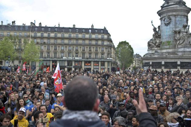 Ranskassa ammattiyhdistykset kutsuivat mielenosoitukset koolle heti Emmanuel Macronin valintaa seuranneena päivänä 8. toukokuuta 2017.