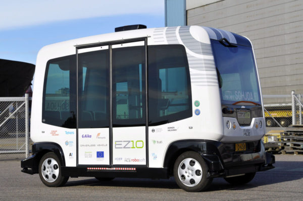 Metropolia-ammattikorkeakoulu esitteli automaattisten piensähköbussien testausta kaupunkiliikenteessä Helsingissä 8. elokuuta 2016.