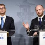 Pääministeri Juha Sipilä ja Uusi vaihtoehto -ryhmästä hallituspuolueiden puheenjohtajien neuvotteluihin osallistuva Sampo Terho tiedotustilaisuudessa Kesärannassa Helsingissä 13. kesäkuuta 2017.