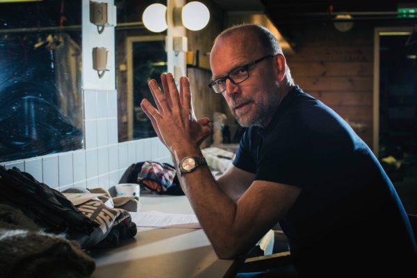Kari Heiskanen ohjaa Seitsemän veljestä Ryhmäteatterin kesäteatteriin Suomenlinnaan.