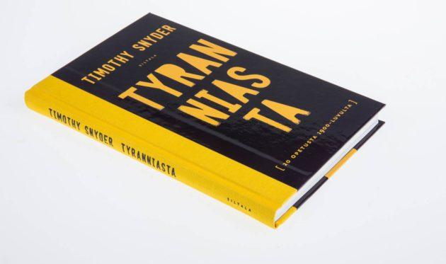 Timothy Snyder: Tyranniasta. 20 opetusta 1900-luvulta. Suom. Matti Kinnunen. 130 s. Siltala, 2017.