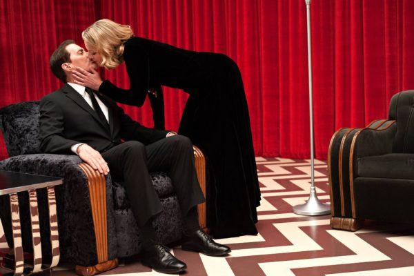 Agentti Cooper (Kyle MacLachlan) ja Laura Palmer (Sheryl Lee).