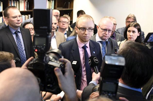 Perussuomalaisista irtautuneiden kansanedustajien Uusi vaihtoehto -ryhmään kuuluvat muun muassa puolustusministeri Jussi Niinistö, kansanedustaja Simo Elo ja työministeri Jari Lindström. Ryhmä esittäytyi medialle 13. kesäkuuta 2017.