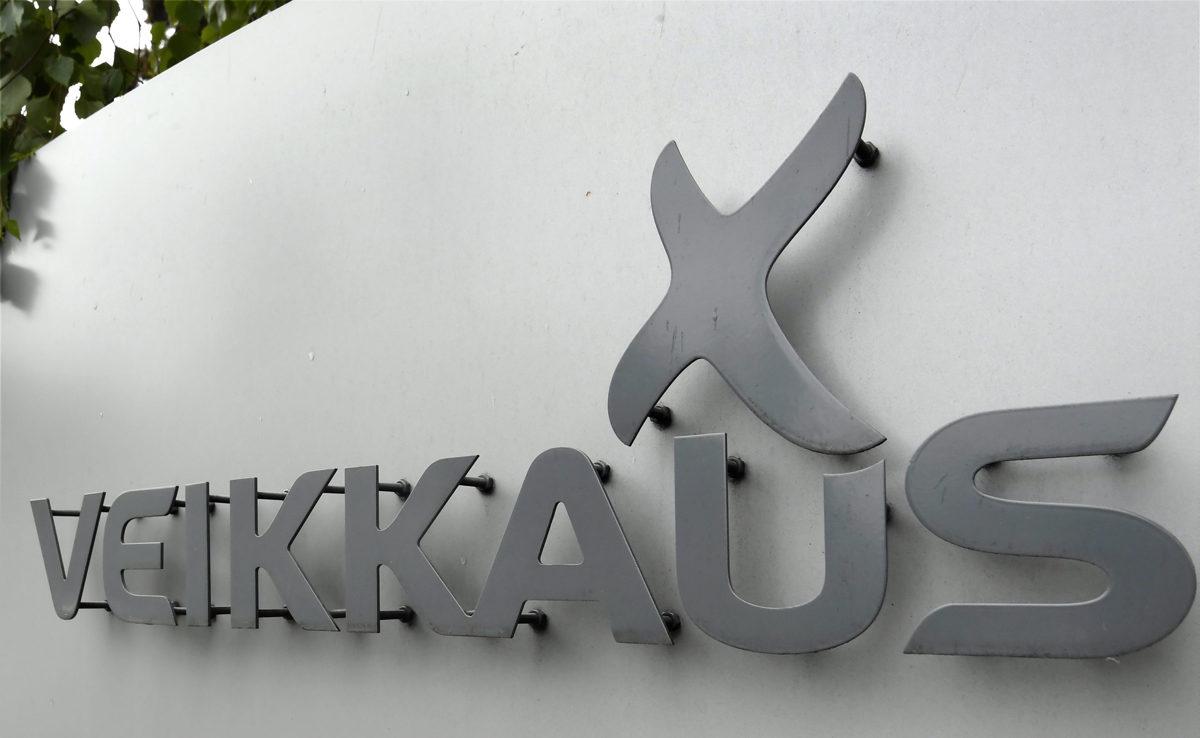 Veikkauksen logo rahapeliyhtiön palvelupisteellä Vantaalla.