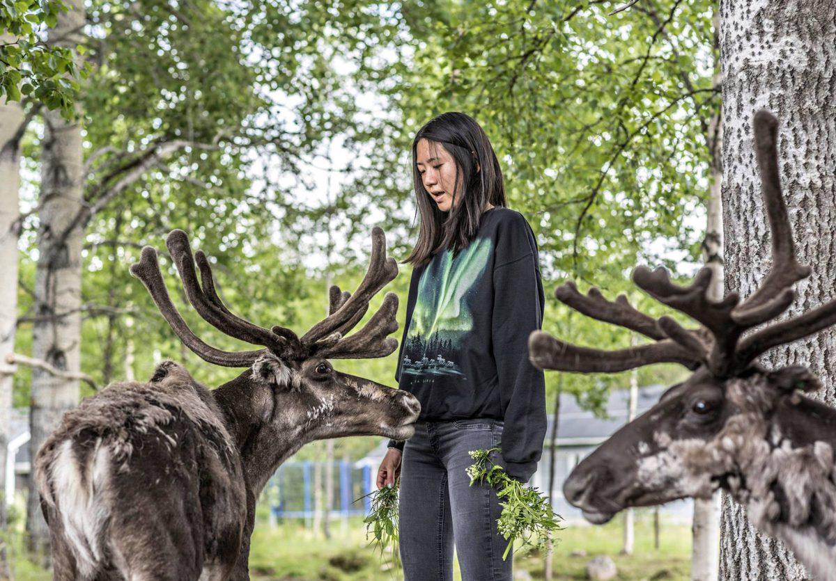 Kiinalainen Anita Song Sirkan kylässä Levitunturin juurella.