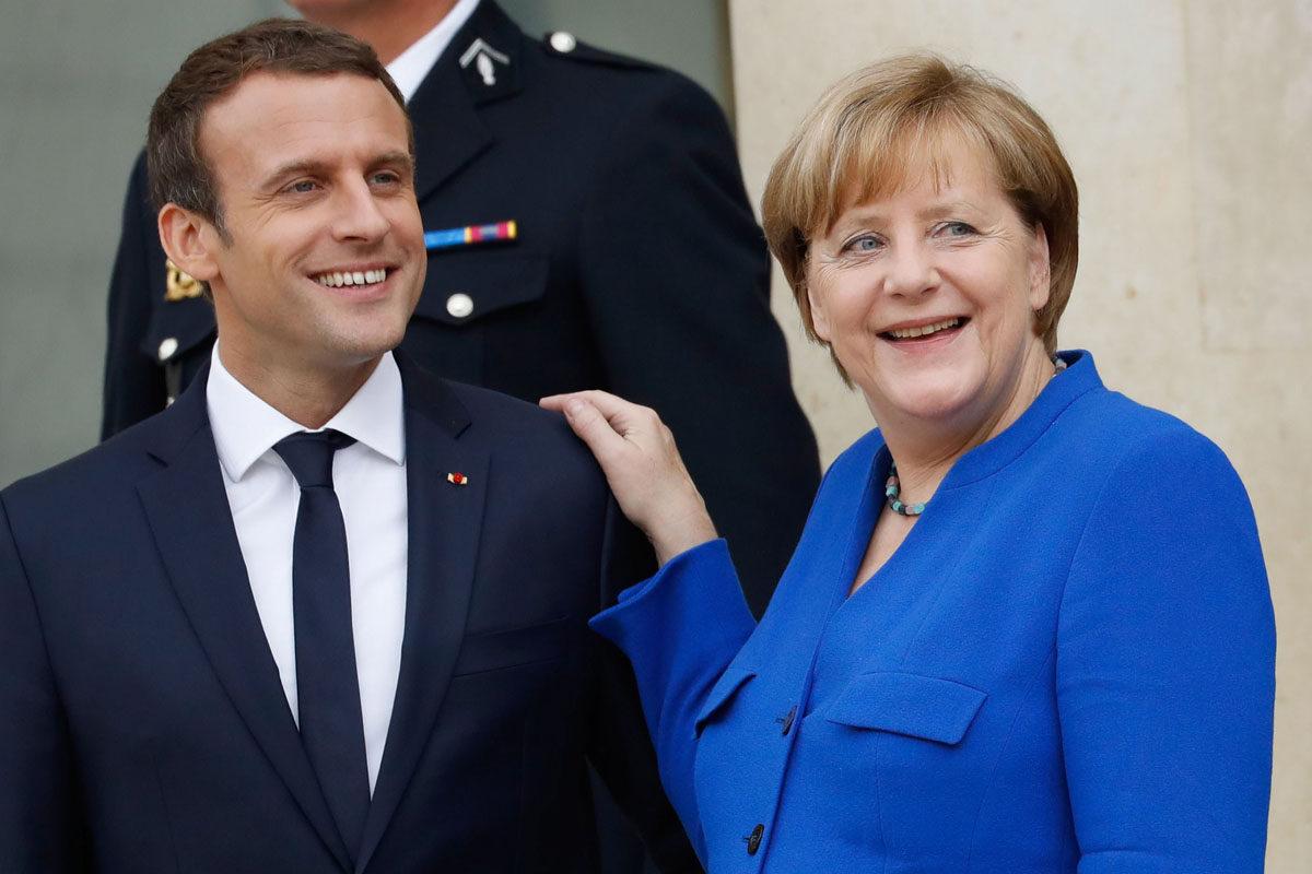 Ranskan presidentti Emmanuel Macron ja Saksan liittokansleri Angela Merkel tapasivat Pariisissa 13. heinäkuuta 2017.