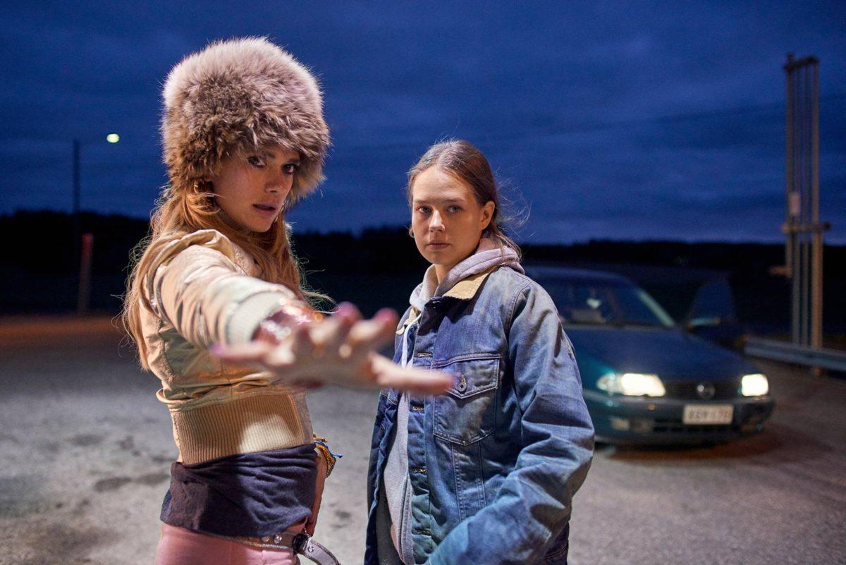 Krista Kosonen ja Sonja Kuittinen sisaruksina Miamissa.