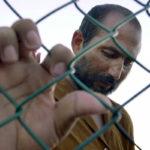 Afganistanilainen turvapaikanhakija Naurun saaren pakolaisleirissä 19. syyskuuta 2001.