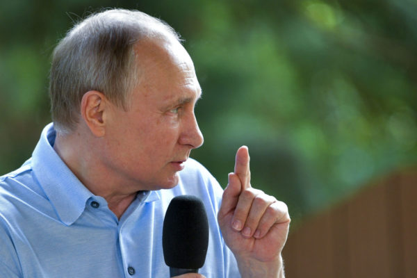 Venäjän presidentti Vladimir Putin puhui lasten kesäleirillä Gurzufissa Krimillä 24. kesäkuuta 2017.