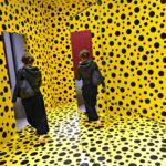 Yayoi Kusaman näyttelyssä Helsingin taidemuseossa kävi yli 200000 ihmistä.