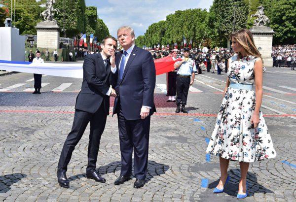 Emmanuel Macron ja Yhdysvaltain presidentti Donald Trump sekä hänen Melanie-vaimonsa vastaanottivat Ranskan kansallispäivän paraatin Champs-Élyséellä 14. heinäkuuta.