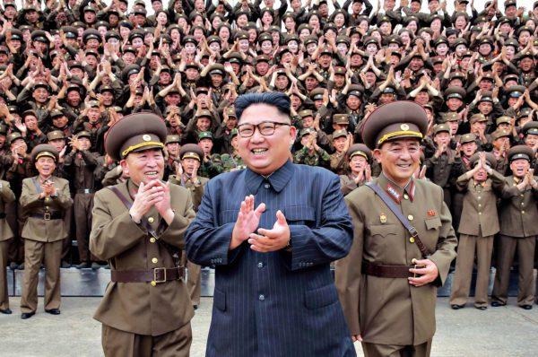Pohjois-Korean johtaja Kim Jong-un tapasi armeijan erikoisjoukkoja 14. elokuuta. Paikka on tuntematon.