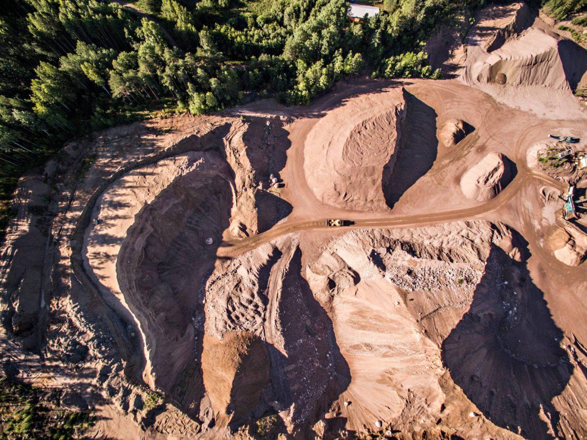 Luja-Kivi Oy:n kahdeksan hehtaarin kaivualue sijaitsee puolen kilometrin päässä Katavien talosta.