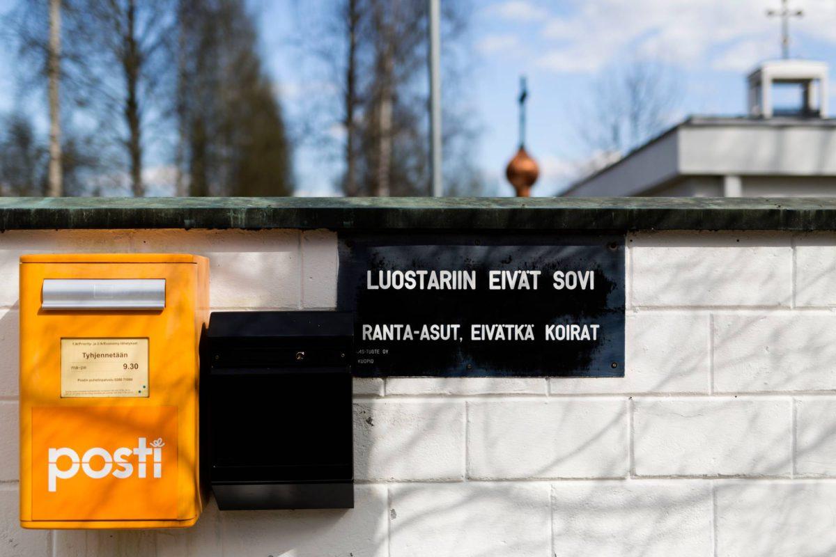 Luostarin kirkko on päivittäin avoin vierailijoille, ja kesäisin turistit voivat vierailla myös Lintulan kahviossa ja myymälässä.