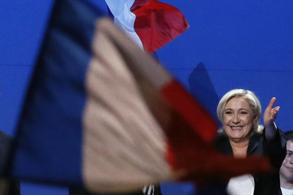 Presidenttiehdokas Marine Le Pen vaalikampanjan aikana 1. toukokuuta 2017 Villepintessä Ranskassa.
