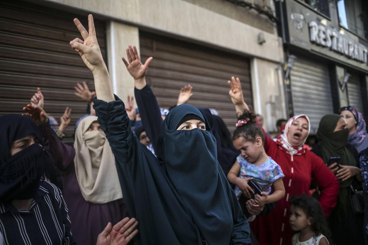 Naiset osoittivat mieltään epätasa-arvoa ja korruptiota vastaan Al Hoceiman kaupungissa Marokossa 20. heinäkuuta. 2017.