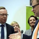 Keskustan kansanedustaja Mika Lintilä ja pääministeri, keskustan puheenjohtaja Juha Sipilä 27. lokakuuta 2016.