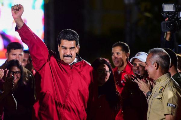 Venezuelan presidentti Nicolás Maduro juhli vaalitulosta Caracasissa 31. heinäkuuta 2017.