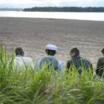 Nuoret juhlivat koulun päättäjäisiä Hietaniemen rannalla 31. toukokuuta 2014.