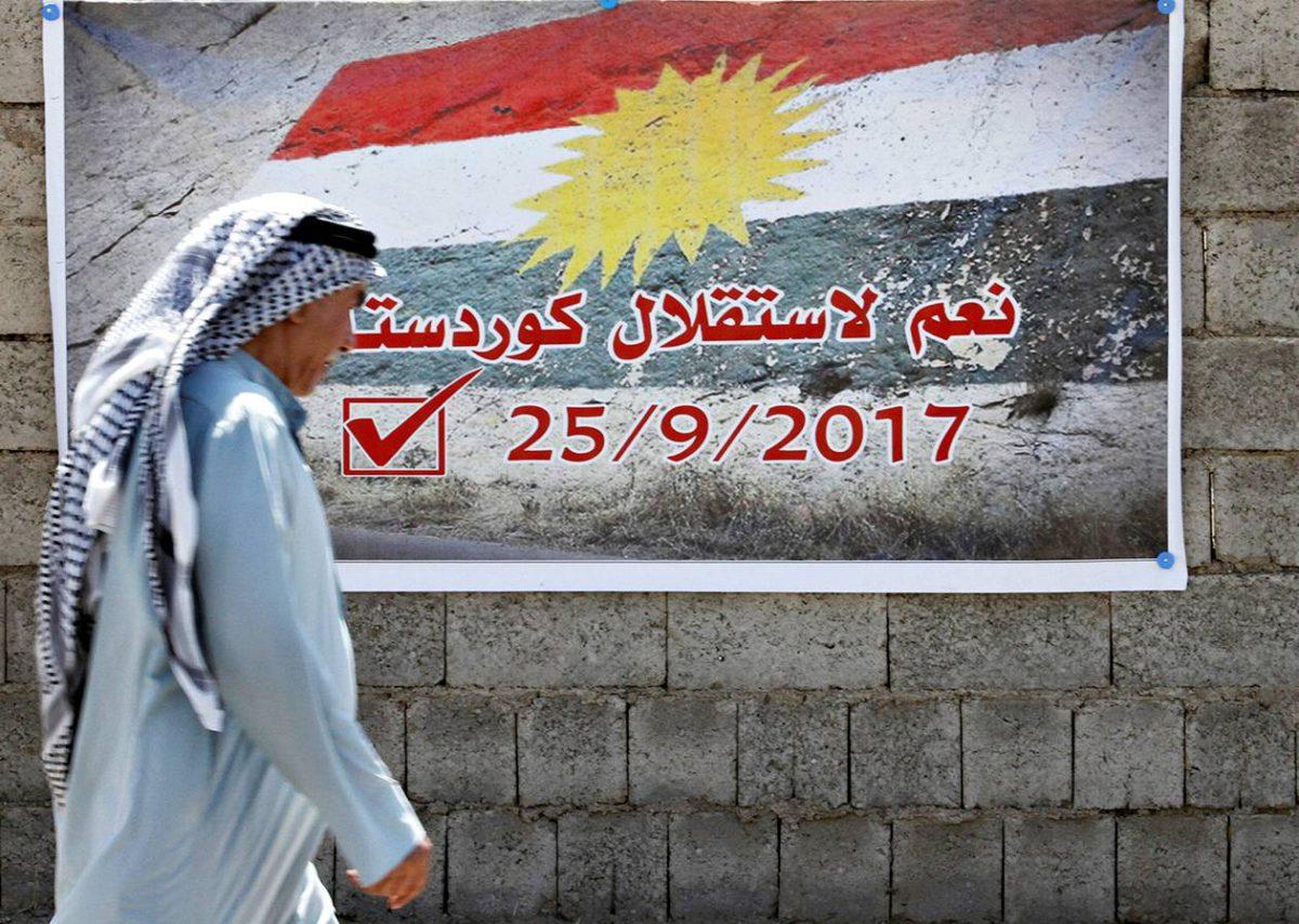 Juliste kehottaa kannattamaan Kurdistanin itsenäisyyttä Kirkukissa Irakissa 10. syyskuuta 2017.