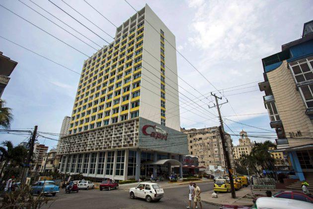 Amerikkalaisdiplomaattien epäillään joutuneen äänihyökkäysten kohteeksi asuntojensa lisäksi Havannan keskustassa sijaitsevassa Hotellia Caprissa, joka on remontoitu äskettäin.