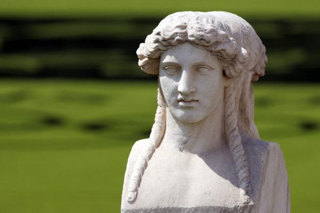 Kreikkalainen patsas.