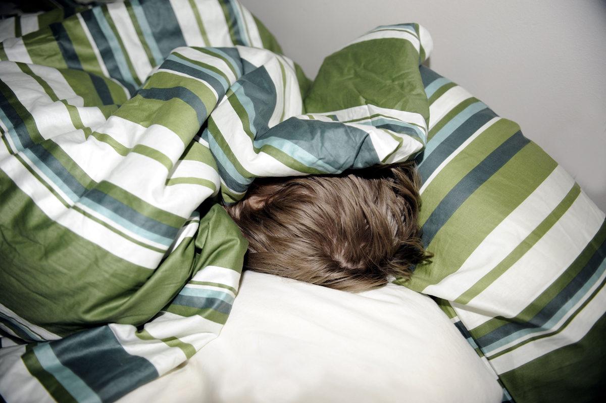 Nuori ihminen nukkumassa.