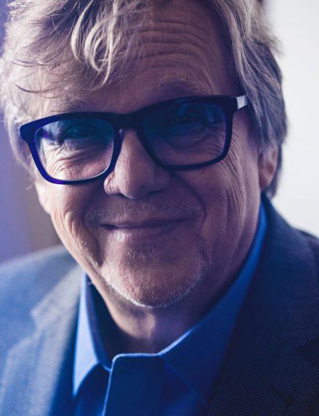 Mikko Alatalolla on ollut siniset silmälasit 1970-luvulta lähtien.