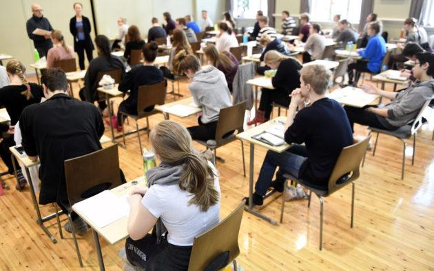 Kokelaat valmistautuivat ylioppilaskirjoituksiin Ressun lukiossa Helsingissä 15. maaliskuuta 2017.
