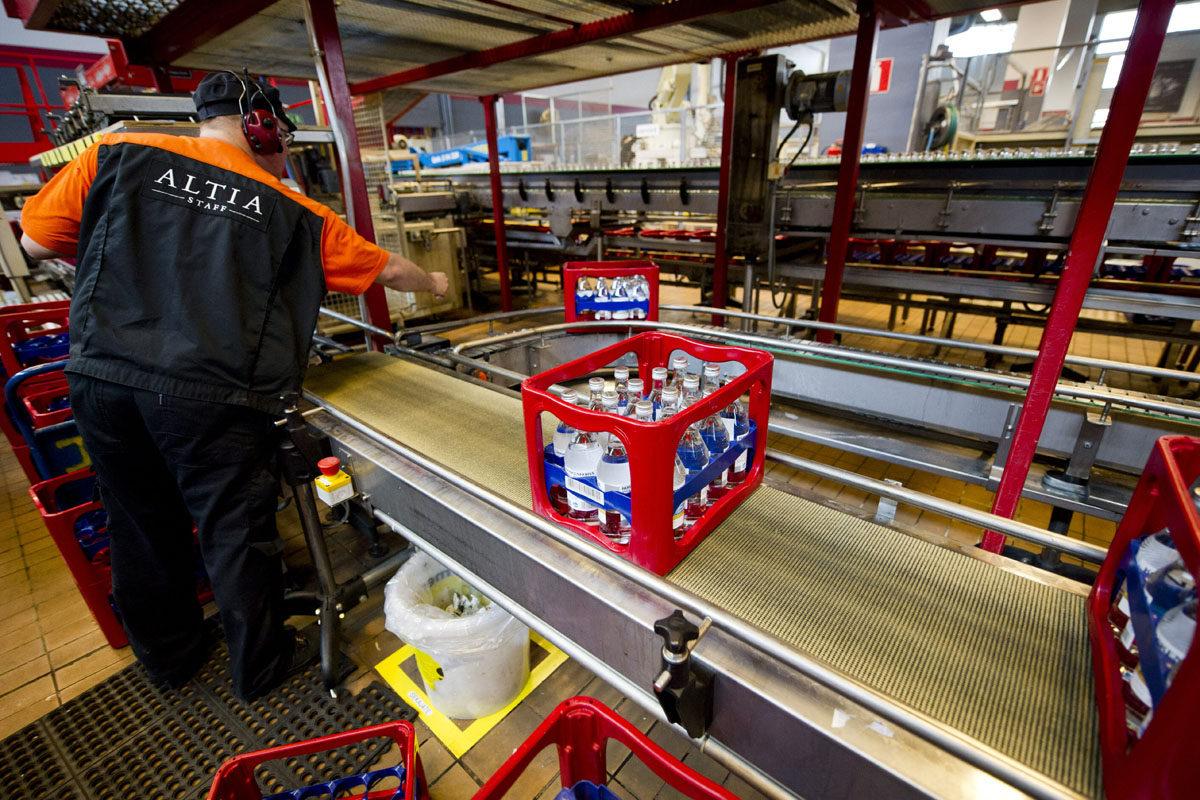 Koskenkorva-pulloja Altian tuotantolaitoksella Rajamäellä kesäkuussa 2014.