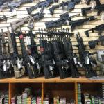 Asekaupan valikoimaa Las Vegasissa Yhdysvalloissa 4. lokakuuta 2017.