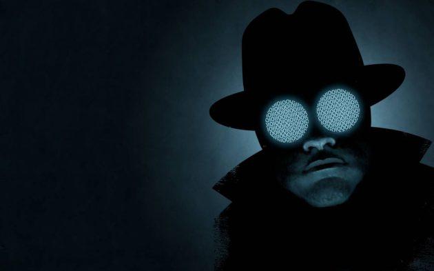 Piirroskuvitus: Pimeässä tarkkaileva mies, jonka kiikarimaisissa laseissa näkyy ykkösiä ja nollia.