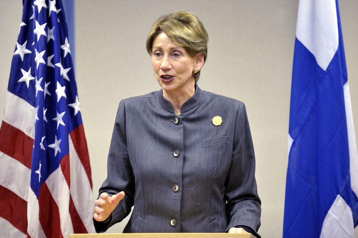 Barbara Barrett piti viimeisen tiedotustilaisuutensa Yhdysvaltain suurlähettiläänä suurlähetystössä Helsingissä 12. tammikuuta 2009.