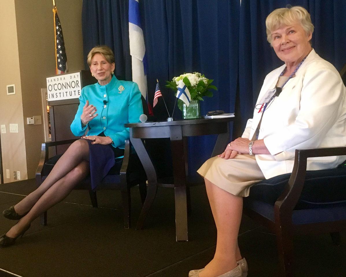 Barbara Barrett ja Elisabeth Rehn Phoenixissa Yhdysvalloissa 26. syyskuuta 2017.